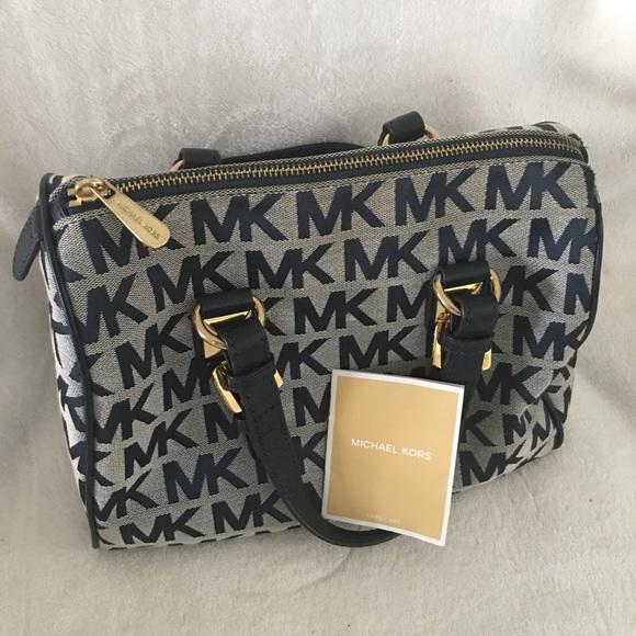 45e4f69e0a95 Authentic Women s Michael Kors Handbag 👜. M 5b09d5d03afbbda014c6e4de
